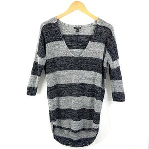 Brand New EXPRESS 3/4 Sleeve V-Neck Sweater H32